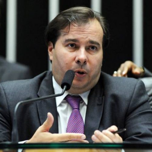 Maia admite que Câmara pode rejeitar distritão e fundo eleitoral