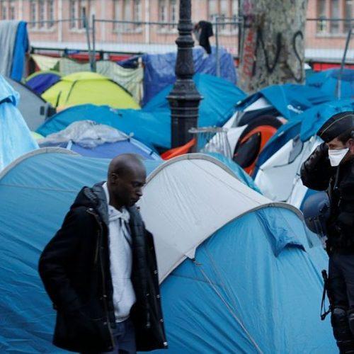 França desmantela acampamento de migrantes ao norte de Paris