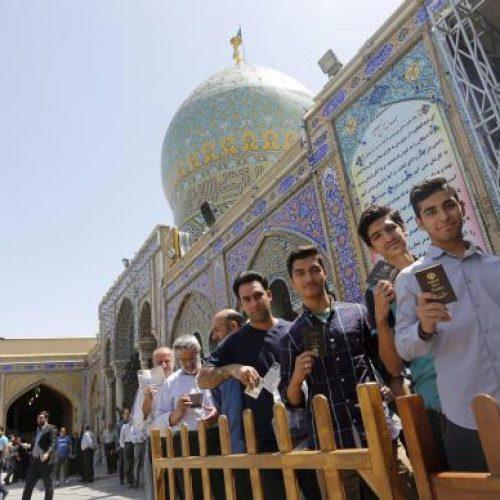 Iranianos vão às urnas para eleger novo presidente