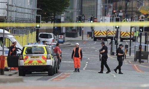 Estado Islâmico assume autoria de ataque em Manchester. Homem é preso
