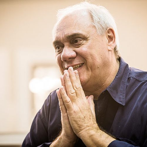 Muito magro, Marcelo Rezende se confiante na cura do câncer; assista