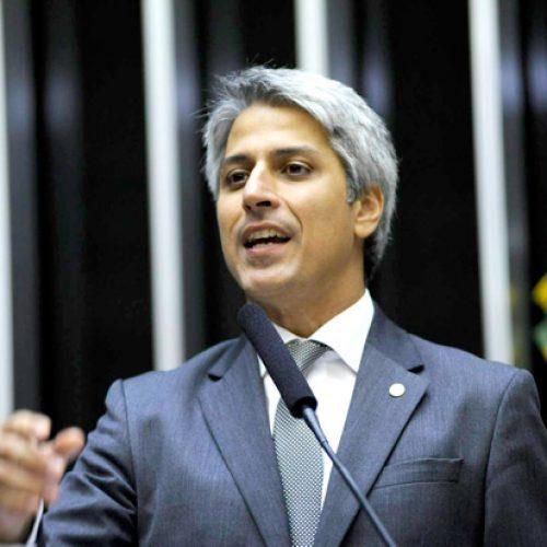 Molon apresenta novo pedido de impeachment de Temer
