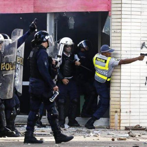 Protesto tem 49 feridos; vídeo mostra PMs atirando