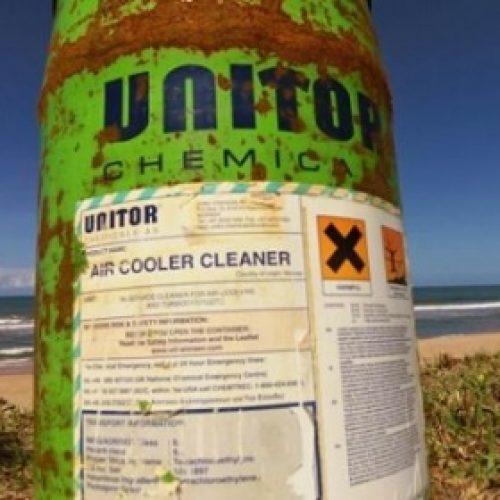 Turistas encontram tonel de substância altamente tóxica em praia na Península de Maraú