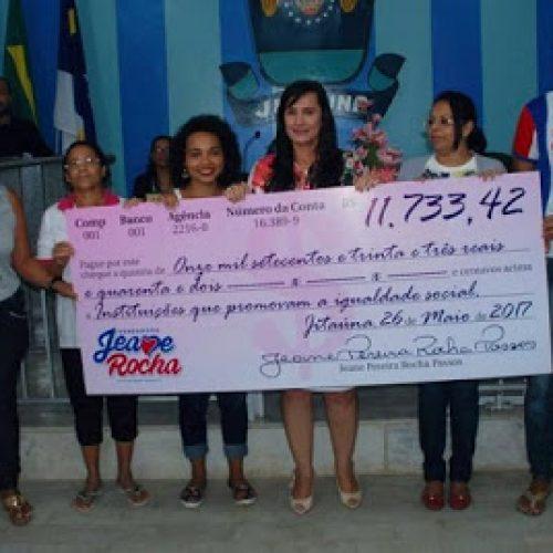 Vereadora de Jitaúna doa 50% do salários recebidos esse ano