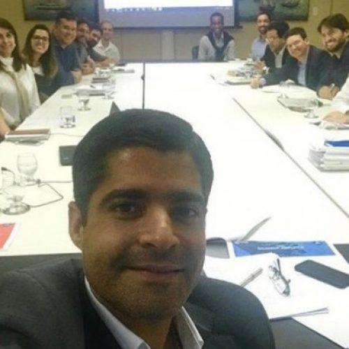 """""""Trabalhando duro"""" diz ACM Neto ao posta selfie com seu secretariado nas redes sociais"""
