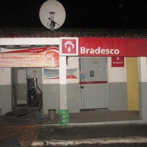 Bandidos explodem caixa eletrônico em Ichu