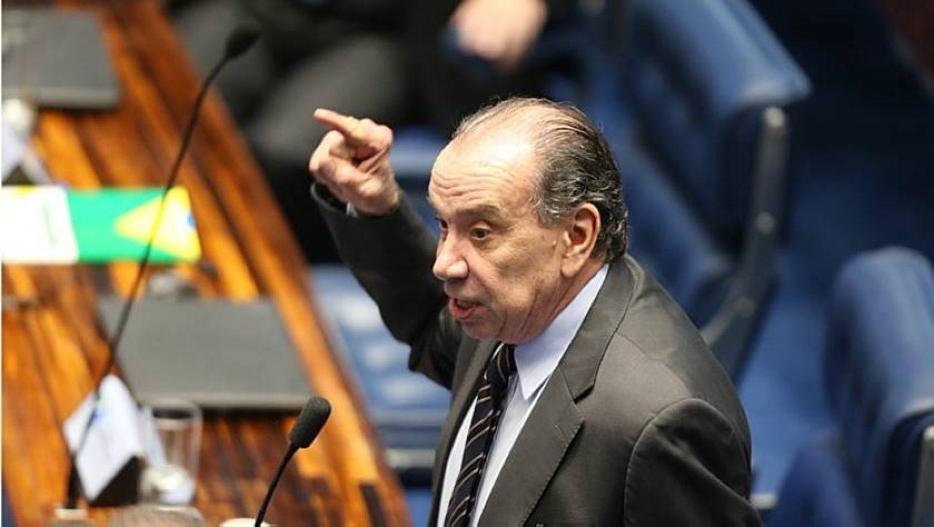 """""""PSDB apoia e sustentará o governo"""", diz ministro Aloysio Nunes"""