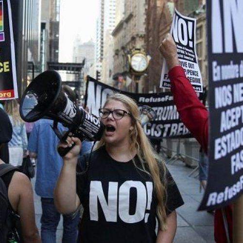 Americanos reagem à decisão da Suprema Corte de manter restrição a estrangeiros