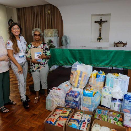 Assembleia de Carinho entrega doações a abrigos de Salvador