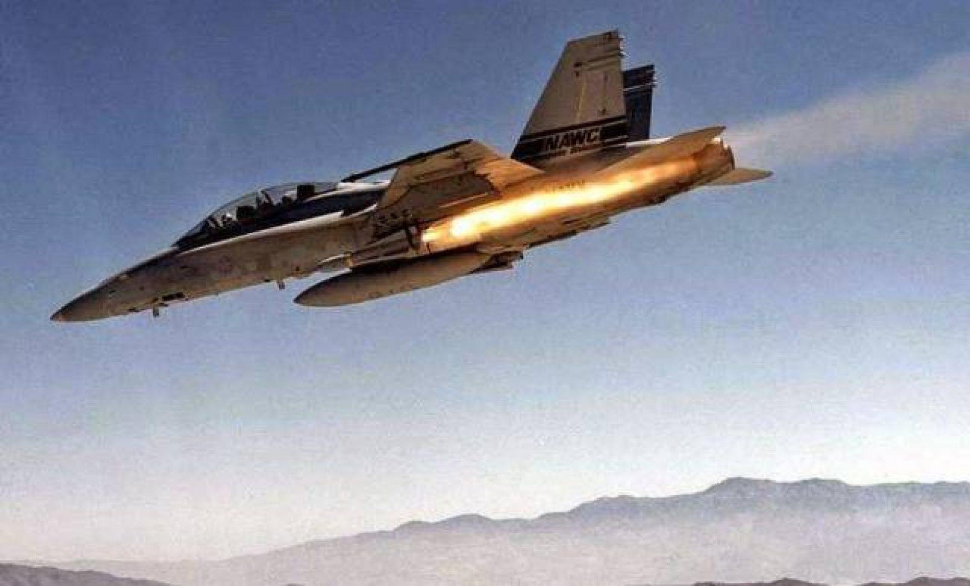 Ataque aéreo liderado pelos EUA mata 57 em prisão usada pelo Estado Islâmico