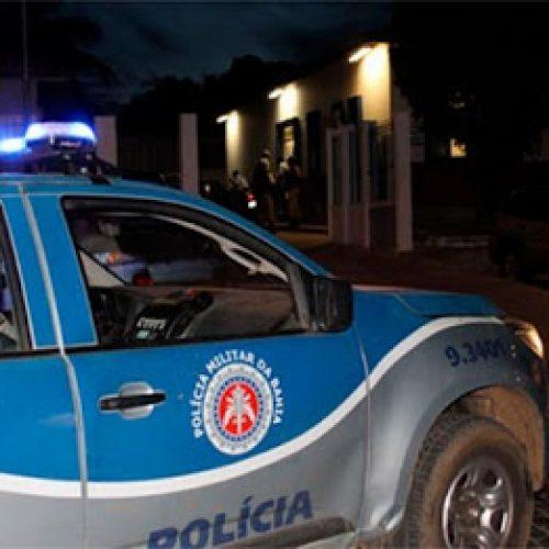 Bandidos invadem casa e fazem família de refém em Brumado