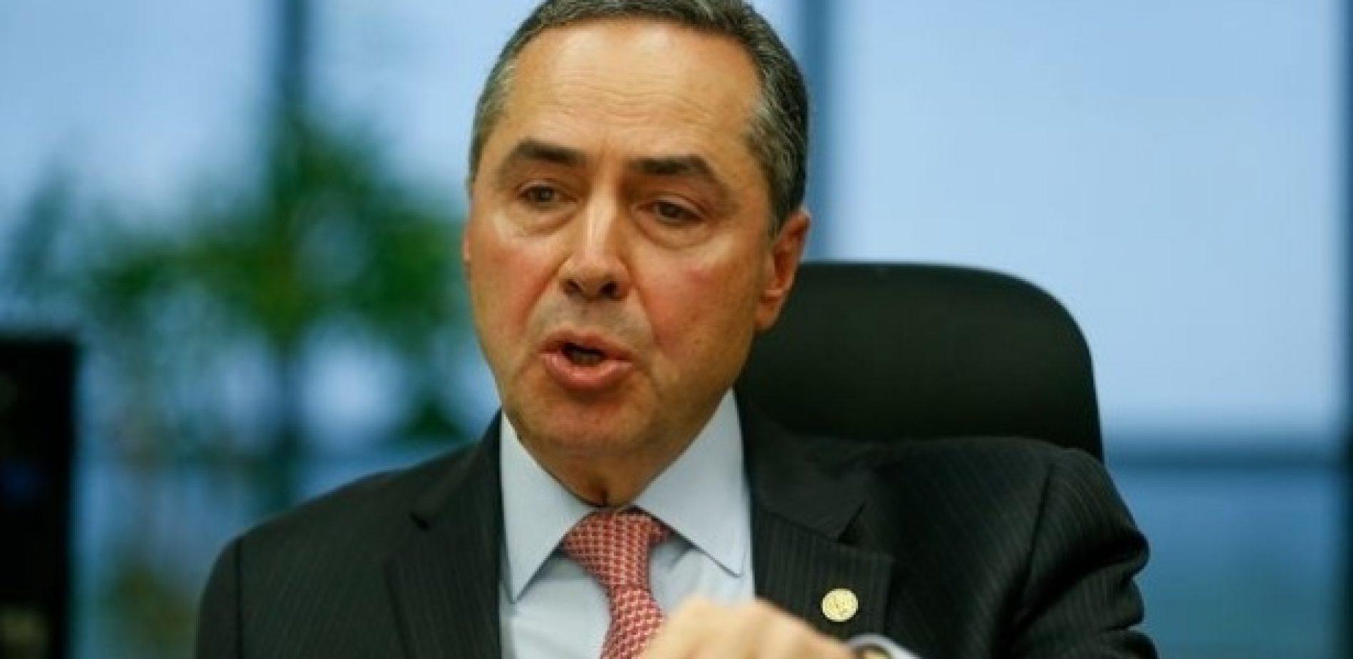 Barroso dá mais tempo para PF perguntar a Temer