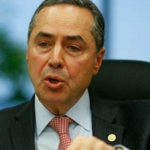 Barroso critica políticos que 'só pensam em dinheiro'