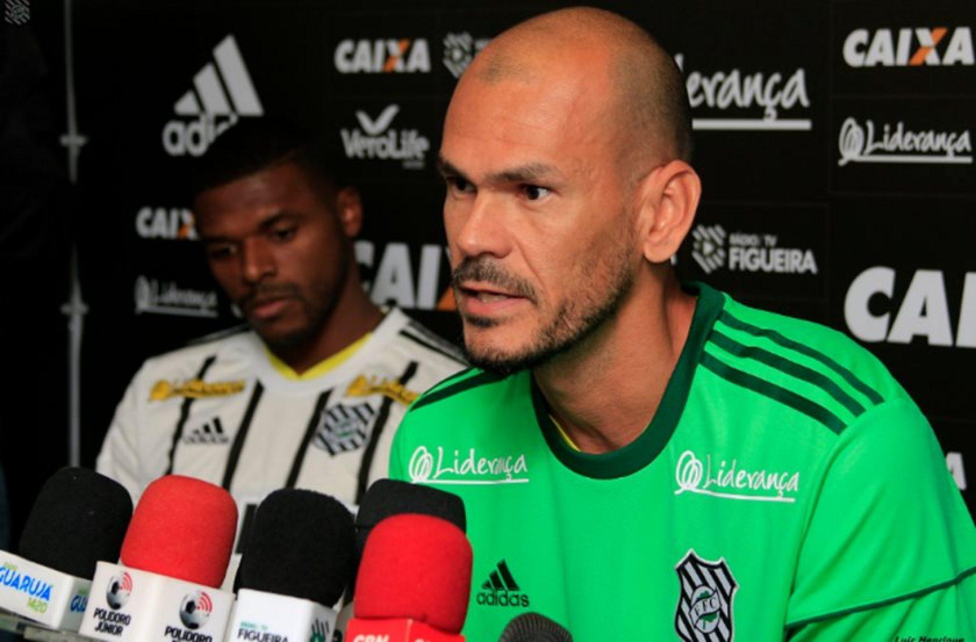 Brasileirão 2017: após falha, goleiro deixa jogo e vai embora de táxi
