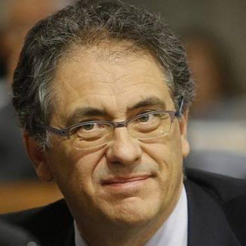 Líder do PT na Câmara vê consenso para aprovar reforma política de Aécio