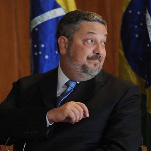 Defesa de Palocci atribui a Mantega pagamentos a marqueteiros
