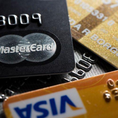 Juro médio do cartão de crédito cai para 363%, menor taxa desde 2015