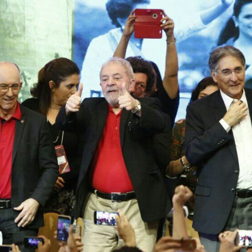 Lula avalia que Temer ganha sobrevida por rápida reação a denúncias