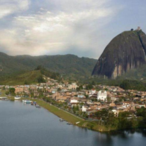 Impressionante:Naufrágio na Colômbia deixa três mortos e 30 desaparecidos; assista