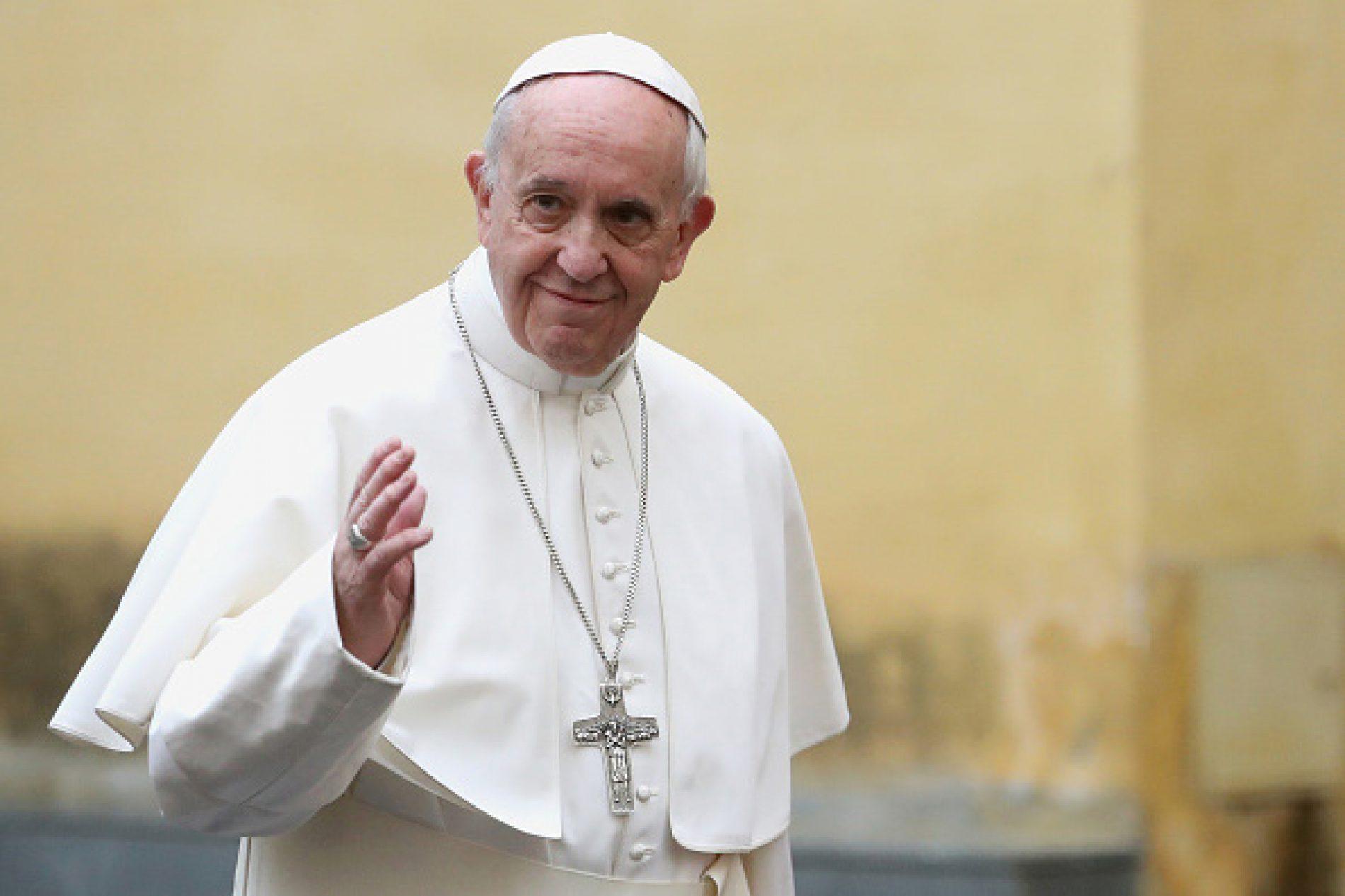 Papa presta condolências por vítimas de incêndio em Londres