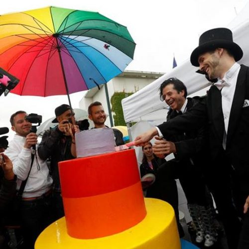 Parlamento alemão aprova legalização do casamento gay no país