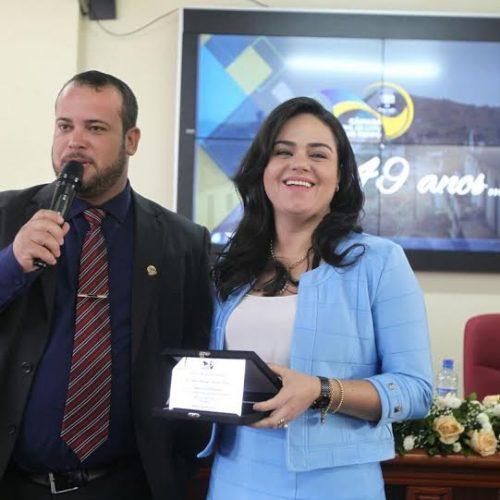Presidente das Voluntárias Sociais recebe título de cidadã de Catu no aniversário da cidade