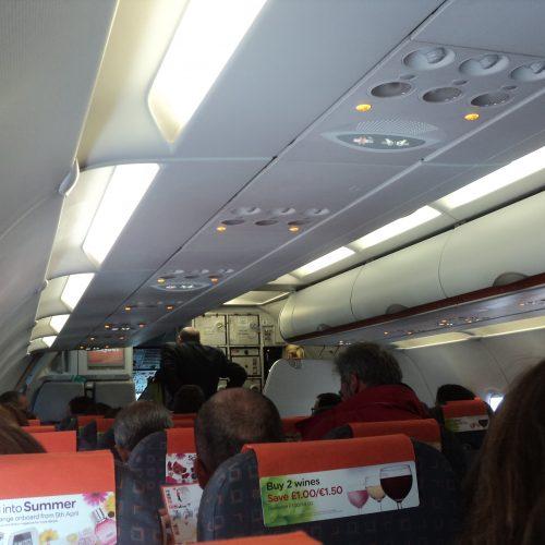 Procura por viagens aéreas dentro do país sobe 2,55% em maio
