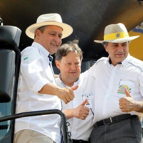 Rui anuncia construção de escola e inaugura frigorífico em Luis Eduardo Magalhães