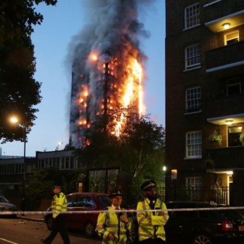 Sobe para 17 o número de mortos em incêndio que atingiu prédio residencial em Londres
