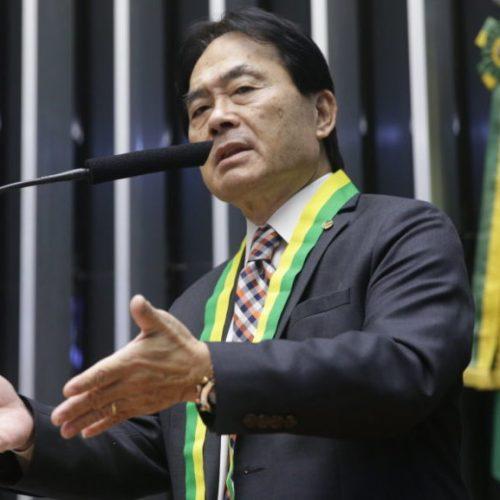 """""""Homem não foi feito para atividades de casa"""", diz deputado Takayama"""