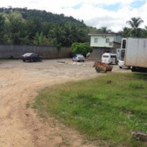 Carga roubada na BR-101 avaliada em R$ 1 milhão foi baldeada em garagem na cidade de Ubatã