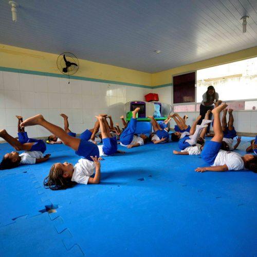 Salvador: Alunas de escola municipal aprendem ginástica rítmica e melhoraram desempenho escolar