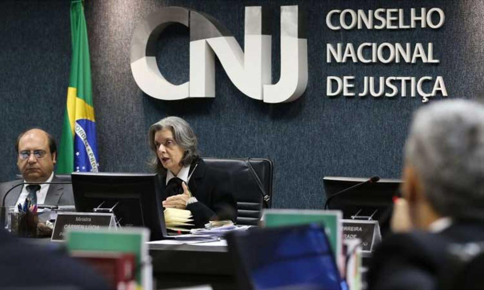Apesar do teto de gastos, Judiciário mantém salários de R$ 100 mil