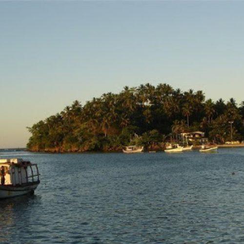 Barco naufraga e pescador morre afogado em Ilhéus