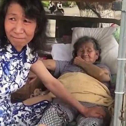 Filho usa roupas de mulher por 20 anos para mãe superar perda da filha