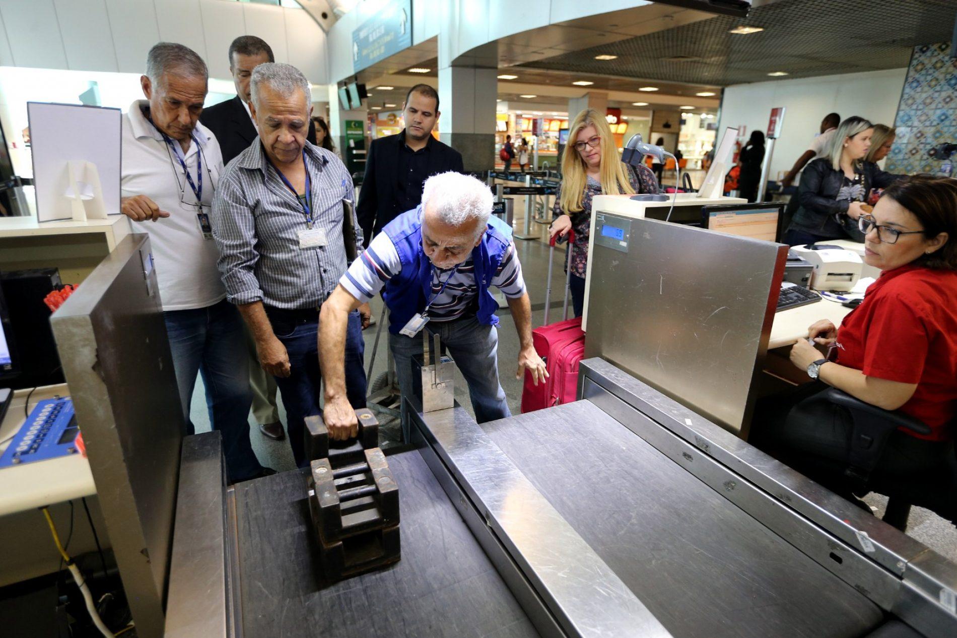 Ibametro fiscaliza balanças de restaurantes e companhias no Aeroporto