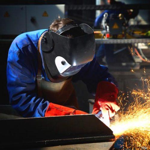 Indústria fecha primeiros oito meses do ano com crescimento de 1,5%, diz IBGE