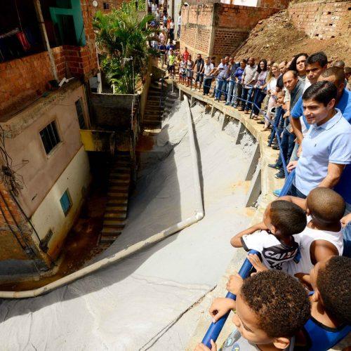 Salvador: Luiz Anselmo comemora entrega de geomanta pela Prefeitura