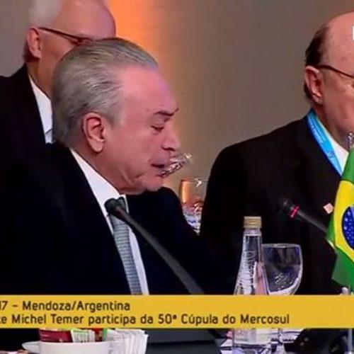 Vídeo: Meirelles cochila durante fala de Temer em reunião do Mercosul