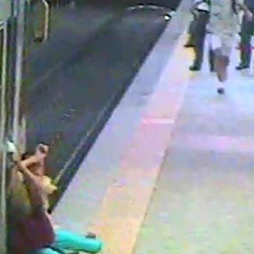 Impressionante! Mulher é arrastada por trem e provoca debates na Itália; assista