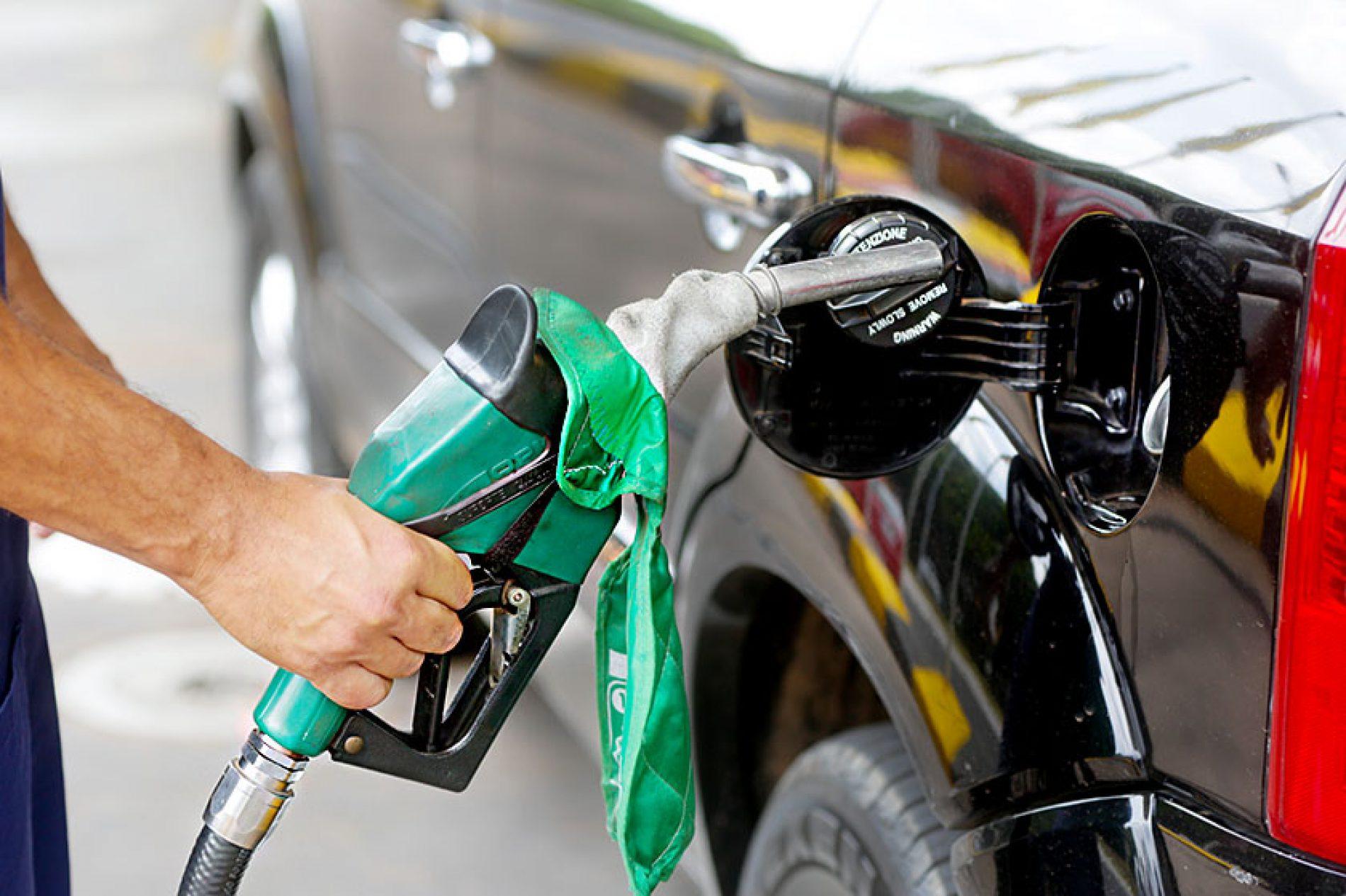 Petrobras anuncia reajuste de 0,5% na gasolina e de 2,5% no diesel