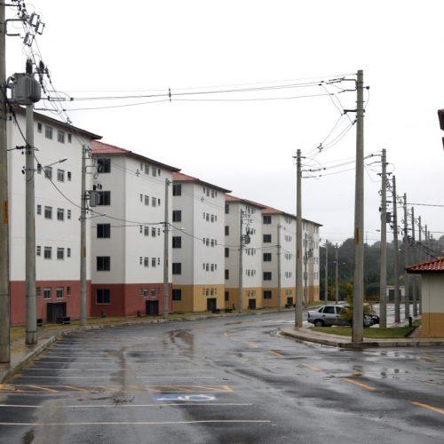 ACM Neto entrega casas a mais de 400 famílias nesta quarta