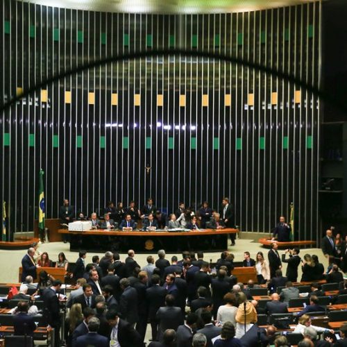 Hoje não há 308 votos para aprovar o 'distritão', diz líder do governo