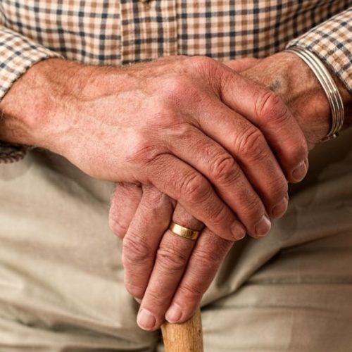 Temer sanciona lei que dá prioridade especial a maiores de 80 anos
