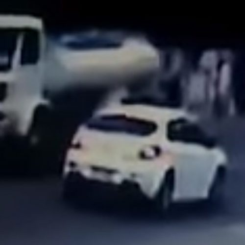 Impressionante! Vídeo: criança é atropelada, arremessada e sai andando normalmente