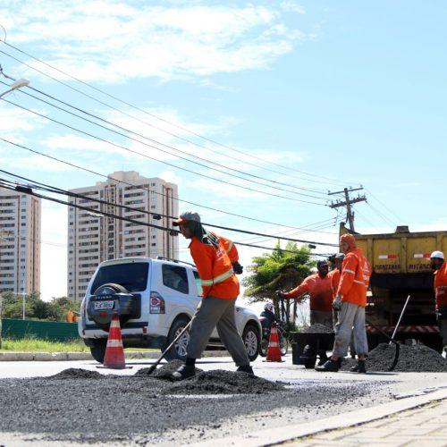 Cerca de 240 toneladas de asfalto são aplicadas por dia nas ruas de Salvador
