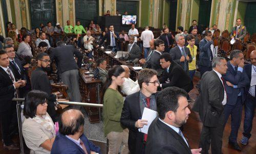 Lauro de Freitas vai à Justiça contra votação da Câmara de Salvador