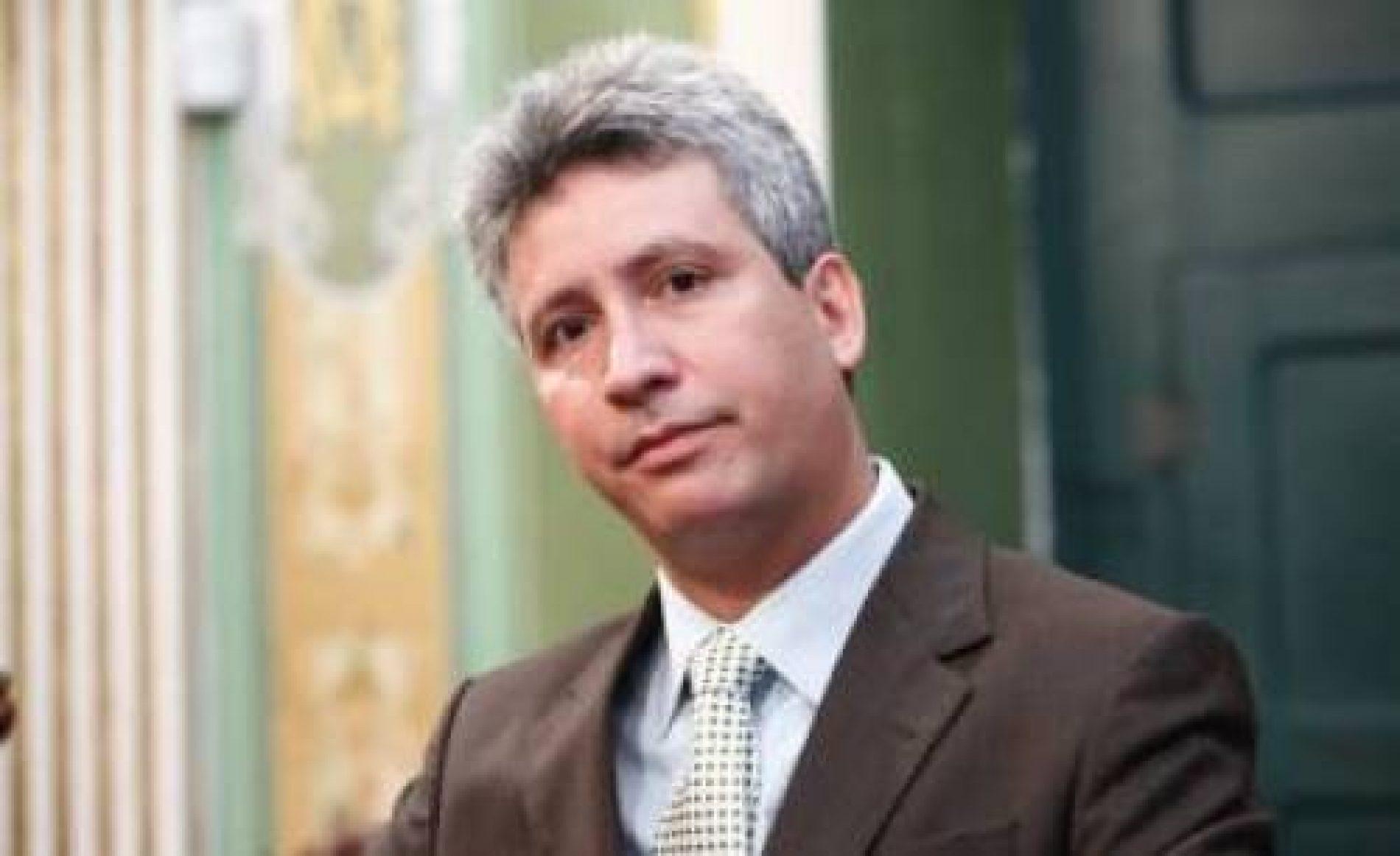 Carballal critica ausência do governador após tragédia em Mar Grande