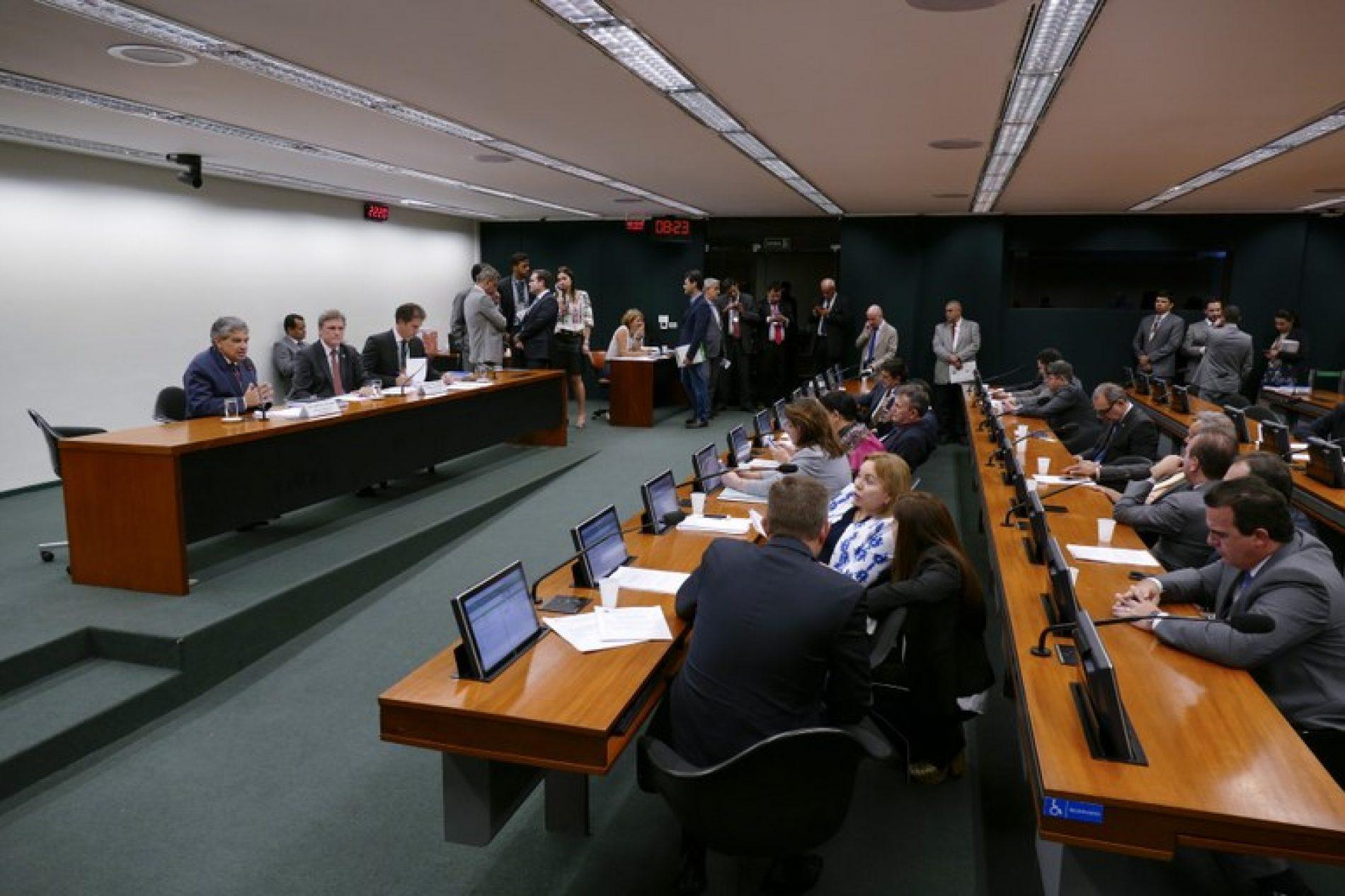 Comissão Mista do Orçamento aprova revisão da meta fiscal de 2017 e 2018